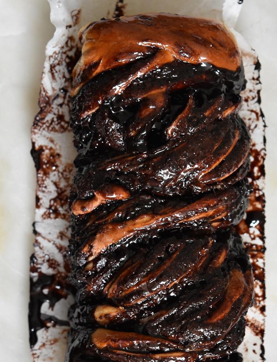 עוגת שמרים שוקולדית רכה ועסיסית (ופרווה)