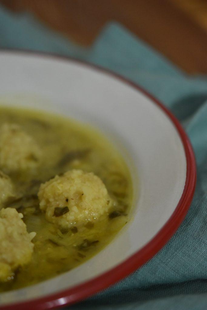 מרק עדשים ולימון עם כופתאות בורגול