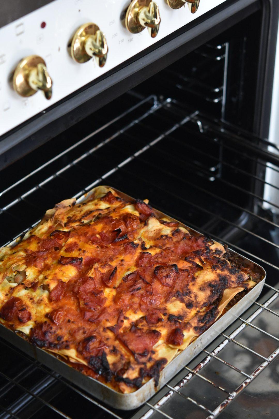 לזניה בשרית ודברים טובים - תנור
